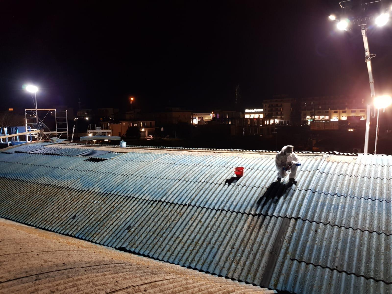 Interventi di rimozione amianto a Modica (Ragusa) pianificati ed effettuati di notte, in sicurezza, per evitare la contemporaneità col pubblico e coi dipendenti.