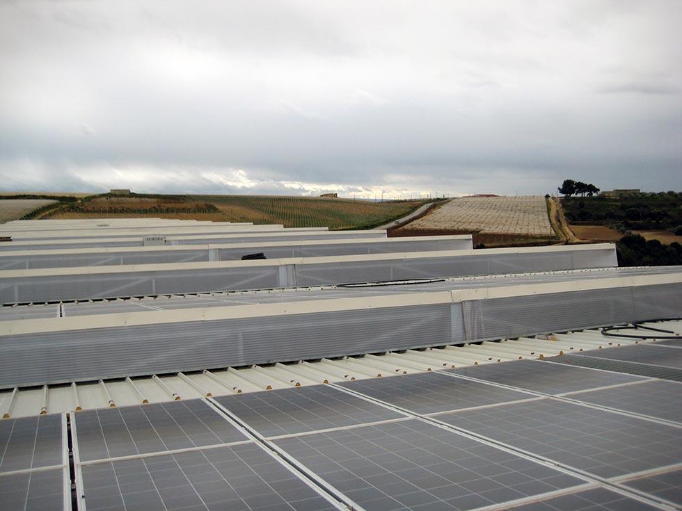 Impianto fotovoltaico sul tetto di un capannone industriale a Granieri (CT)