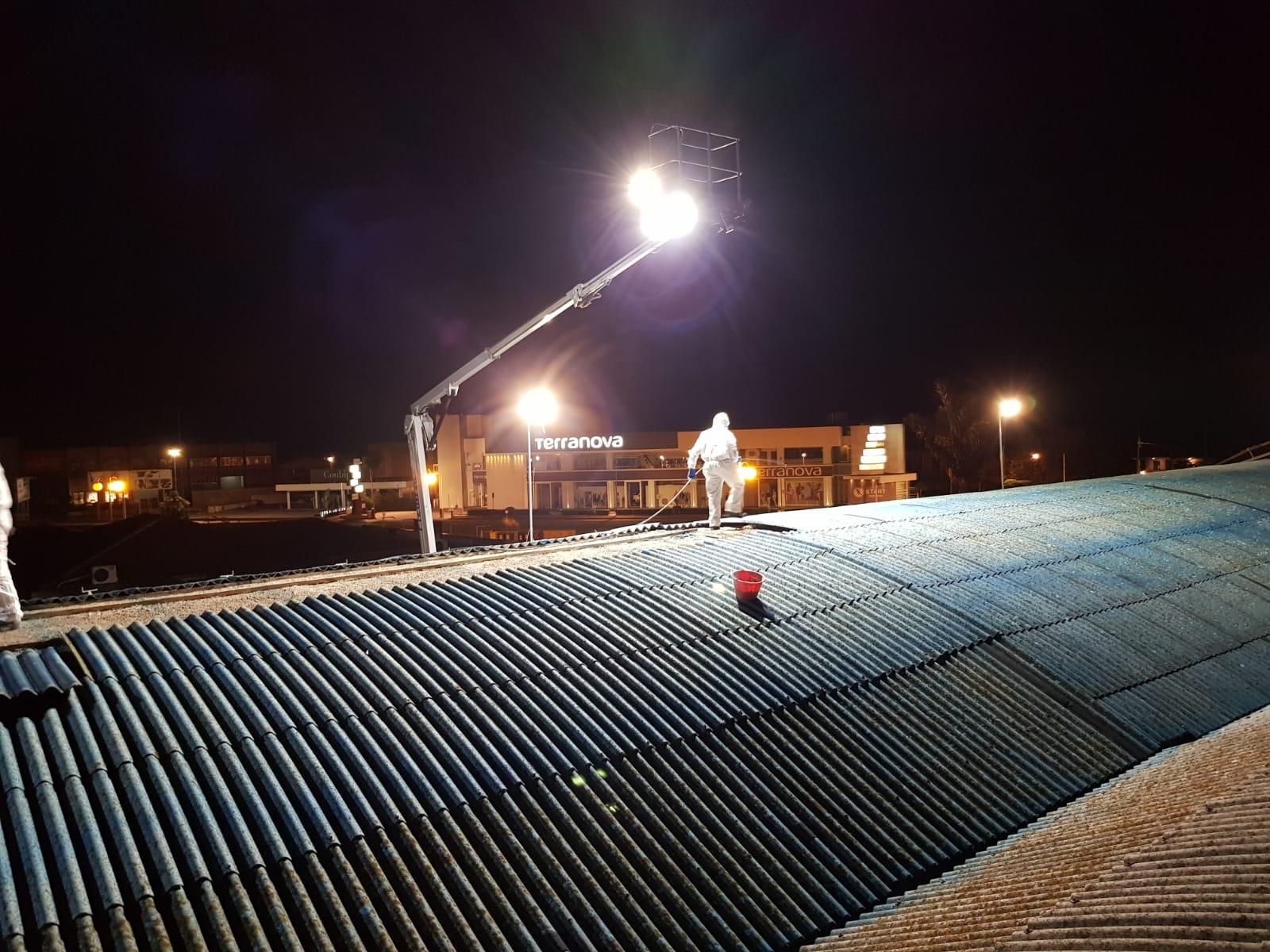 Rimozione amianto a Modica (Ragusa) dalla copertura industriale del supermercato Conad.