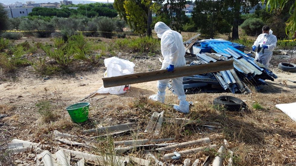 Gli operatori ambientali IMP.EL. durante un lavoro imozione amianto Catania (Catania CT) - Sicilia